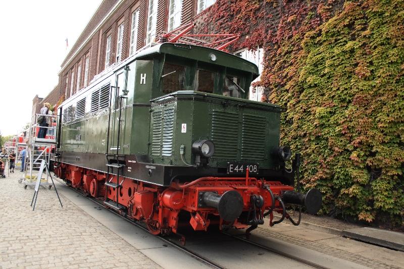 http://www.eisenbahndet.de/DSO/AwDessauE44108-120909.jpg