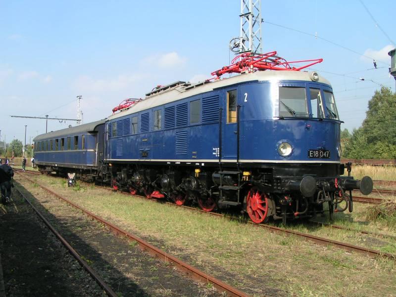 http://www.eisenbahndet.de/DSO/E18047BlnDSO.jpg